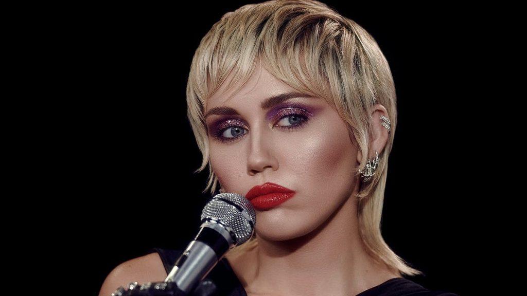 Miley Cyrus es comparada con Lady Di por su nuevo corte de cabello