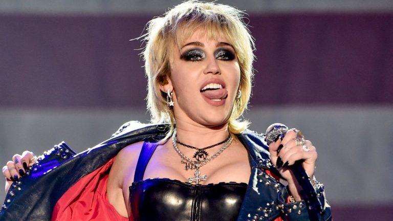 Miley Cyrus venderá poleras con estampados de referencias sexuales