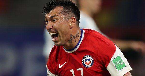 Gary Medel le respondió a seguidor que reclamó la falta de gol de Chile