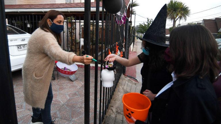 Autoridades Llaman Al Autocuidado En La Celebración De Halloween En La RM